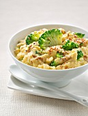 Scrambled eggs with broccolis and sesame seeds