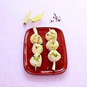 Scallop brochettes with lime and pepper on a citronella stalk