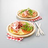Cheese, tomato and raw ham pizza