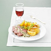 Veal Filet mignon with apples and potatoes, green pepper sauce
