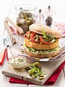Fisch-Burger mit Essiggurken-Estragon-Dip