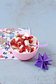 Triffle mit Angel Cake, Feigen und Erdbeer-Coulis