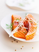 Raw salmon fillets with citronella and white pepper