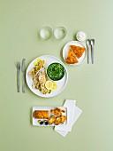 Menü mit pikantem Kastenkuchen, Weissfisch mit Spinat und Tarte Tatin