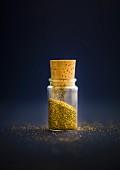 Fläschchen mit Goldpulver