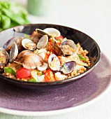 Pearl pasta with clams, tomatoes and basil