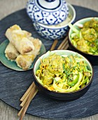 Indian-style chicken curry, raisin and green pepper bo-bun