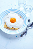 Fried egg-style sponge fingers topped with fromage blanc and half a peach