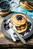 Ricotta-Pancakes mit Heidelbeersauce