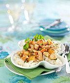 Rice sauté with pineapple, shrimps and chicken