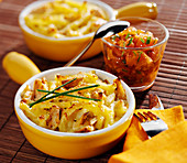 Macaroni and tuna small fondue pot, tomato salad