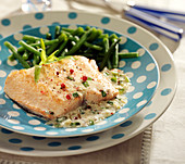 Salmon fillet with tarragon, steamed green beans