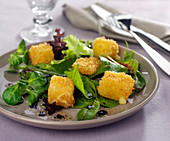 Baby spinach and corn lettuce salad with Cantal croquettes