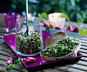 Pesto aus Radieschenblättern und Mandelblättchen