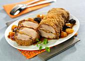 Filet Mignon vom Schwein mit Backpflaumen-Aprikosen-Füllung und Spekulatiuskruste