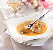 Kürbiscremesuppe mit Foie-Gras-Stückchen