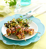 Salmon, raw ham and flat parsley brochettes, pan-fried courgettes with garlic