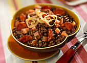 Lentil and chorizo salad with curry-flavored fried onions