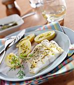 Kabeljaufilet in Zitronen-Kräutermarinade mit Frühkartoffeln