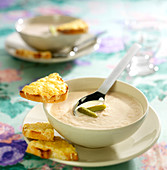Ham soup with cheese toasts