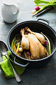 Poule au pot (Geschmortes Hähnchen mit Gemüse, Frankreich)