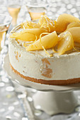 Cheese cake with Breton cakes and saffron pears