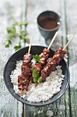 Chicken skewers with honey, white rice