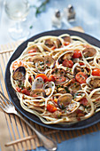 Spaghetti and clam fricassee with beer and herbs