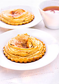 Teatime with apple-cinnamon tartlets