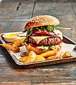 Gourmet-Burger mit Kartoffelecken