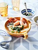 Acorda (portugiesische Brotsuppe mit Garnelen und Spinat)