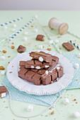 Schokolade mit Marshmallows und Spekulatius
