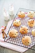 Small Piglet Cinnamon Milkbread Buns