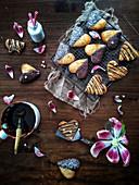 Herzförmige Schoko-Kokos-Plätzchen zum Valentinstag