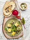 Omelettröllchen mit Spargel, Stockfisch und Avocado, Rote-Bete-Smoothie