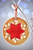 Weihnachtsplätzchen mit Fruchtspiegel