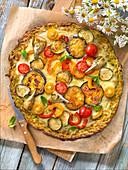 Pizza mit Auberginen, Zucchini, Tomaten, Paprika und Artischocken, glutenfrei