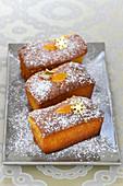 Mini surprise cakes