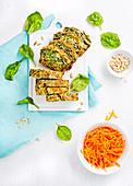 Herzhafter Kastenkuchen mit Spinat und Sonnenblumenkernen, laktosefrei und ohne Butter