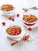 Lactose-free and butter-free strawberry crumble