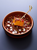 Mangowürfel mit Pan Masala (indische Gewürzmischung)