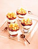 Trifle mit Fromage Blanc, Birne, Spekulatius und Schokoladensauce