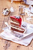 Snow cake slices in sugar paste decor
