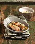 Chicken brochettes with satay sauce