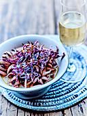 Tintenfisch mit Weisswein und Rotkohlsalat