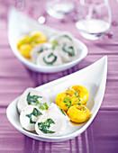Hähnchenmedaillons mit Mangold und glasierte Mairübchen