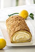 Biskuitrolle mit Zitronencreme