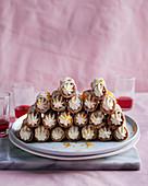 Cannoli (frittierte Teigrollen mit Cremefüllung, Sizilien) mit weisser Schokolade und Campari