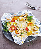 Fish Papillote with vegetables and apple