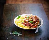 Tagliatelle mit Kalbfleisch, Chorizo und Oliven